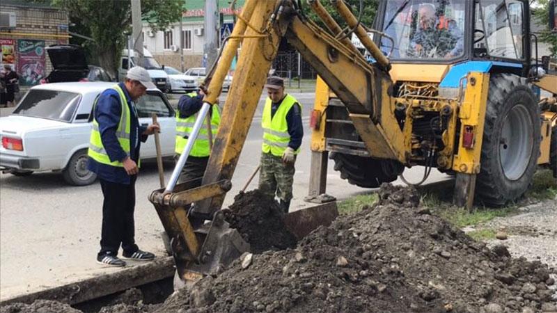 В Черкесске ведутся работы по замене ветхих водопроводных сетей